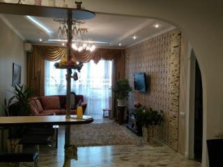 Продажа квартир: 3-комнатная квартира, Краснодар, ул. им 40-летия Победы, фото 1
