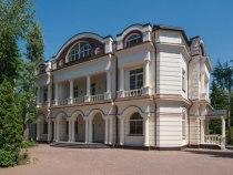 Коттедж на Рублевке предлагается варенду за4,5 млн рублей